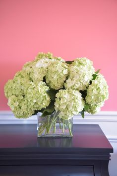 Simple, elegant centerpiece idea. >> http://www.hgtv.com/design/make-and-celebrate/entertaining/easy-spring-centerpiece-ideas-pictures?soc=pinterest