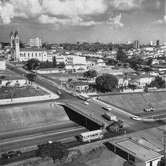 1968 - Viaduto Borges Lagoa com a Igreja da Fraternidade São Francisco de Assis da Vila Clementino à esquerda.
