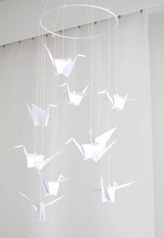 Crane Mobile, Origami, Diy, Bricolage, Handyman Projects, Do It Yourself, Diys, Origami Art, Diy Hacks