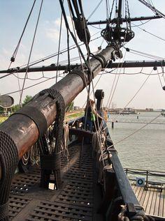 ciska on batavia Uss Constitution, Old Sailing Ships, Wooden Ship, Tall Ships, Model Ships, Culture Travel, Ocean Waves, Old Photos, Lighthouse