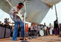 Jimi Hendrix plays The Star Spangled Banner at Woodstock (1969)