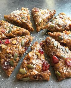 Scones Sans Gluten, The Breakfast Club, Chicken Wings, Tofu, Biscuits, French Toast, Food And Drink, Cooking, Desserts