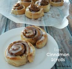 I decided to use my fail safe scroll dough recipe to create these yummy and most importantly easy yeast free Cinnamon Scrolls Now I& going to give you a warning before you read this recipe, these scrolls are most certainly a sometimes food and cann Thermomix Desserts, Dessert Recipes, Thermomix Bread, Scrolls Recipe, Cinnamon Scrolls, Vanilla Icing, Nigella, Tray Bakes, Coco