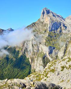 La bajadita que hay si no te apetece bajar por el cable  . . #Cantabria #cantabriainfinita #picosdeeuropa