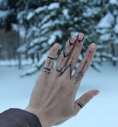 Hand Tattoo Ideas for Girls – Female Hand Tattoos - Tatoo - Finger Tattoo Designs, Henna Tattoo Designs, Henna Finger Tattoo, Tribal Henna Designs, Hand Poked Tattoo, Body Art Tattoos, Small Tattoos, Cool Tattoos, Hand Tattoos For Women