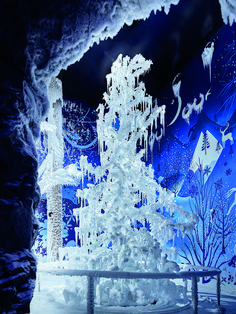 """More than 15 years ago in an extraordinary artistic collaboration, Tord Boontje and Alexander McQueen created the Silent Light crystal tree. In 2020, this sparkling artwork got a new home at Swarovski Crystal Worlds in Wattens, Tyrol, in a new poetic snow installation called """"Silent Light"""". The temperature inside the Chamber of Wonder can fall to as low as –10° Celsius. Swarovski Crystal World, Swarovski Crystals, Tord Boontje, Crystal Tree, Keith Haring, 15 Years, Collaboration, Alexander Mcqueen, Sparkle"""