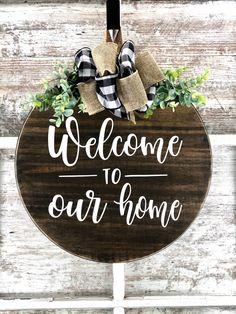 Wooden Door Signs, Wooden Door Hangers, Diy Wood Signs, Wooden Doors, Home Wood Sign, Wood Signs Home Decor, Wood Signs Sayings, Front Door Christmas Decorations, Christmas Signs