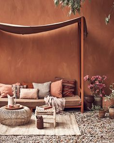 Brown interior color trend is on the rise with chocolate brown, dark brown, terracotta and beige warming up our interior color schemes. Moroccan Interiors, Colorful Interiors, Design Exterior, Wall Exterior, Interior Color Schemes, Brown Interior, Room Decor, Wall Decor, Danish Modern