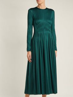 Herminia Pleated Silk-Jersey Dress Gabriela Hearst Matchesfashion Com Formal Dresses With Sleeves, Casual Dresses, Short Dresses, Pretty Outfits, Pretty Dresses, Pretty Clothes, Smart Day Dresses, Tuck Dress, Emerald Dresses