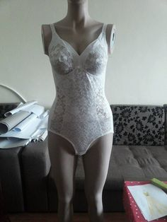Vintage SPEIDEL Delicate Ivory Lace Body Lingerie, new, with tags by HerDressByClaudia on Etsy Types Of Eyes, Lace Body, Dress Making, Beautiful Dresses, Delicate, Feminine, Ivory, Lingerie