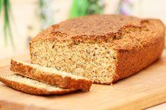 Das Eiweißbrot ist ein super low-carb Brot. Beim Bäcker ist es recht teuer, aber im Thermomix kann es günstig und ratz-fatz zubereitet werden.