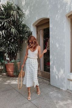 Summer Outfits Ideas Part II Silk skirt with cami and strappy sandals The post Summer Outfits Ideas Part II appeared first on Summer Ideas. Silk skirt with cami and strappy sandals Moda Fashion, Fashion Week, Womens Fashion, Fashion Gal, Petite Fashion, Blue Fashion, Fashion 2020, Fashion Tips, Fashion Trends