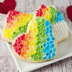 He encontrado este interesante anuncio de Etsy en https://www.etsy.com/es/listing/207471474/12-rainbow-heart-cookies-baked-goods