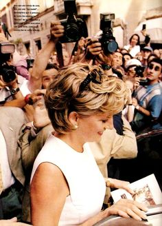 Photo of Diana, Princess of Wales being snapped by photographers.