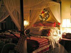 Christmas Bedroom - I'd love to sleep here.