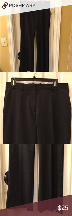 """GAP NWT trouser pants size 6R NWT trouser pants have a 32""""in inseam Size 6 retail tags attached no flaws GAP Pants Trousers"""