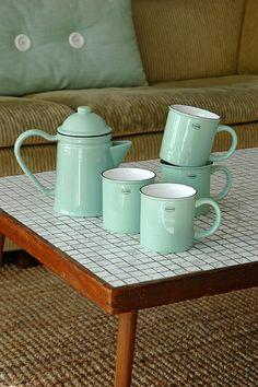 Tea/Coffee mug   ceramic enamel-look   vintage green  #cabanaz #capventure #dutchdesign #product #teamug #coffeemug #ceramic #enamellook