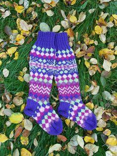 villaiset polvisukat (knee-length socks)