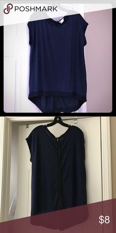 Sweater tunic top Navy blue shor sleeves tunic hi-low top with pretty zipper detail in back Sweaters Crew & Scoop Necks
