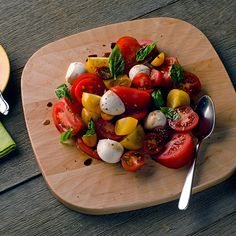 Don't forget the veggies at your #Superbowl Party. A simple tomato and mozzarella salad is always a crowd-pleaser! Easy recipe: http://www.food.com/recipe/fresh-tomato-mozzarella-salad-173875