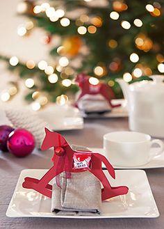 Dekorieren und Schenken mit den Pralinen von Ferrero - Tischdeko Napkin Folding, Ferrero, Food Humor, Elf On The Shelf, Christmas Diy, Napkins, Gift Wrapping, Baby Shower, Table Decorations