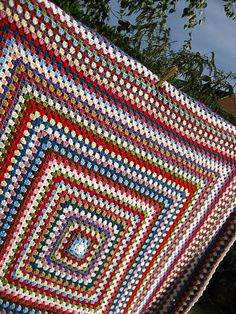 How to crochet a Granny Square - That's one BIG Granny Square!