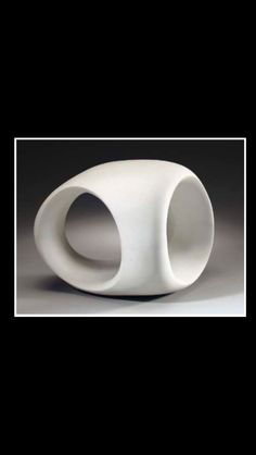 """Henry Moore - """" Three-Way Ring """", conceived and cast in 1966 - Porcelain - Height : 25,7 cm; Length : 33 cm"""