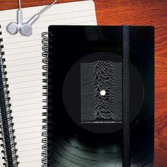 Upcycling Notebook from Vinyl Gift for Musiclover #musicnotebook #UpcyclingJournal #recyclingJournal #upcycledJournal #recycledJournal #graphJournal #linedJournal #blancJournal #UpcyclingDiary #recyclingDiary #upcycledDiary #recycledDiary #graphDiary #linedDiary #blancDiary #schallplattenupcycling #schallplattenrecycling #UpcyclingNotizbuch #RecyclingNotizbuch #schallplattenkunst #UpcyclingIdee #Musikgeschenk #GeschenkfuerMusiker #GeschenkeausSchallplatte #taschenkalender #taschenkalender