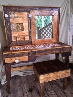 People visit different stores in search of the vintage vanity, which they can place in their bedroom for the makeup; but a few of them know that they can prepare it at home by utilizing the reclaimed pallets. The vintage vanity shown here is innovative and looks amazing when it comes to the styling the room.