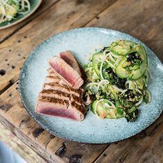 Looking for a low-carb lunch that will keep you smiling for the rest of the working day? Try Tom Kerridge's Seared Tuna Salad, from Tom Kerridge's Dopamine Diet.