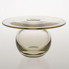 "NANNY STILL - Glass vase ""Saturnus"" for Riihimäen Lasi Oy, Finland. [h. 12,5 cm, Ø 22,5 cm] Glass Design, Design Art, Lassi, Jouer, Finland, Sketching, Modern Contemporary, Glass Art, Retro Vintage"