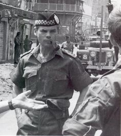 "Colonel Colin ""Mad Mitch"" Mitchell, during his time commanding the Argyll and Sutherland Highlanders in Aden, Scottish Dress, Scottish Warrior, Princess Louise, British Armed Forces, Highlanders, Military Service, British Army, Military History, Military Fashion"
