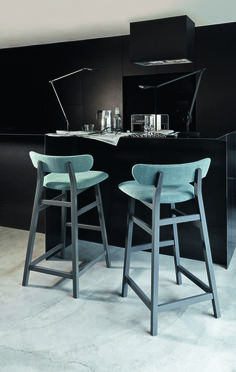 Stool with integrated cushion with back BRICK 228 By Gervasoni design Paola Navone Chaise Haute Bar, Chaise Bar, Cool Chairs, Bar Chairs, Dining Chairs, Chaise Restaurant, Bois Diy, Vintage Stool, Modern Bar Stools