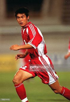 Sport Football 2002 World Cup Qualifier AFC Second Round Group B Doha 7th September 2001 Qatar 1 v China PR 1 China's Maozhen Su