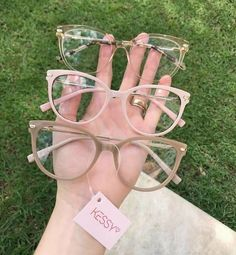 Brille - Home Maintenance - No Make Up - Glasses Frames - Homecoming Hairstyles - Rustic House Glasses Frames Trendy, Fake Glasses, Cool Glasses, New Glasses, Glasses Trends, Fashion Eye Glasses, Cute Sunglasses, Mode Outfits, Fashion Outfits