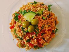 Kisir-Turkish Bulgur salad, a delicious recipe from the Vegetables category. Bulgur Salad, Couscous, Easy Soup Recipes, Raw Food Recipes, Turkish Recipes, Ethnic Recipes, Quick And Easy Soup, Vegan Snacks, Expensive Taste