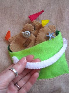 Sandcastle Quiet Book Page plus links to heaps of other quiet book pages inc patterns!
