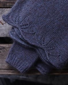Welsh mule veld mohair pattern by avec anna coming soon 💕 welshwool alongavecanna moelviewyarn Lace Knitting Stitches, Baby Knitting, Knitting Patterns, Pull Mohair, Raglan Pullover, Knit Edge, Lace Patterns, Knitted Hats, Knit Crochet