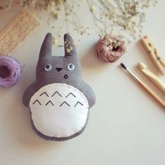 Totoro Sorprendido Gris. Surprised Totoro.