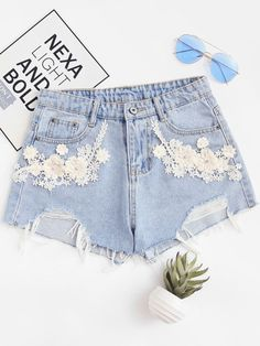 SHEIN offers Flower Appliques Raw Hem Denim Shorts & more to fit your fashionable needs. Ripped Shorts, White Shorts, Denim Shorts, Denim Fashion, Fashion Outfits, Short Court, Mode Jeans, Short En Jean, Flower Applique
