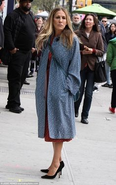 """Sarah Jessica Parker in """"Divorce"""" style  Shop the look #shopthelook #SarahJessicaParker #Divorce #floral #pattern"""
