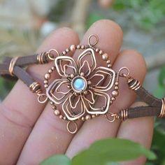 Wire Jewelry Designs, Jewelry Crafts, Jewelry Art, Beaded Jewelry, Jewelry Armoire, Wire Jewellery, Jewelry Patterns, Jewelry Ideas, Vintage Jewelry