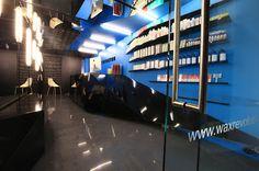 El despacho de arquitectura ROW Studio diseñó un nuevo espacio en Polanco para la segunda sucursal de la cadena de depilación Wax Revolution. ROW le dio notoriedad a un espacio previamente abandonado y oculto a la vista por medio de una entrada llamativa e interiores espectaculares que se separan de cualquier otro lugar del mismo giro.