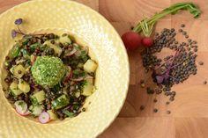 Frühlingsfrischer Linsen-Kartoffel-Salat mit gekräuterten Ziegenfrischkäsebällchen [Thermomix-Rezept]