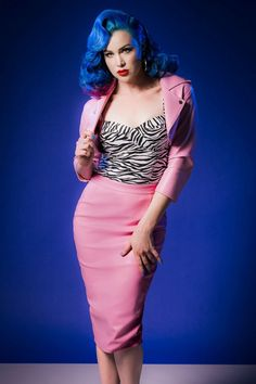 This 50s Deadly Dames Curves Skirt in Pink Faux Leather by Pinup Couture loves your shape and is not afraid to show it!You'll feel like a total Deadly Dame when wearing this sassy skirt! Stunning high waist fitted style which creates that gorgeous hourglass figure and hits below the knee with a height of 1.70m / 5'7''. Made from bubblegum pink faux leather (doesn't stretch!), fully lined and finished off with a silver toned zipper and sexy slit at the back. Sexy and...