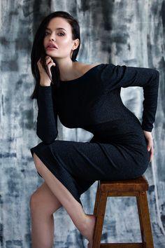 Ksenia Belova Photography Black dress Natural light studio photography Model: Juliette Elle Angelina Jolie lookalike Sitting pose DIY backdrop Painted background