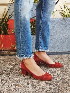 Frayed hem crop jeans and block heels