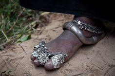 Asia | Maldhari feet wearing foot jewelry , India © Michael Benanav #silver