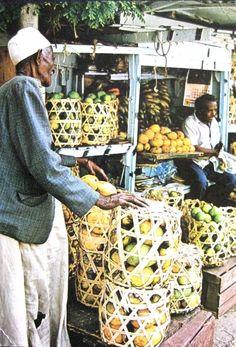 Mombasa, Kenya - Fruit Sellers, E. Africa