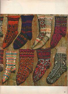 """chaussettes anciennes en tricot, magazine 100 Idées, n°24, octobre 1975, article """"du Pérou à l'Islande, les Jacquards de légende"""""""